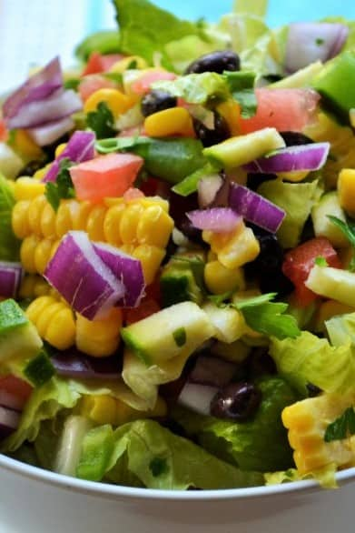 Farmers Market Vegetable Salad | Farmers Market Vegetable Salad is a simple healthy vegetable salad that's fun, delicious and too pretty not to enjoy. The perfect healthy choice to brighten any meal. | Pack Momma | www.packmomma.com