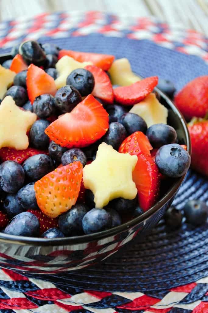 Red White and Blue Fruit Salad | This Red White and BlueFruit Salad is with packed blueberries, strawberries and patriotic star cut apples. A refreshing dish to bring to any outdoor occasion. | Pack Momma | https://www.packmomma.com
