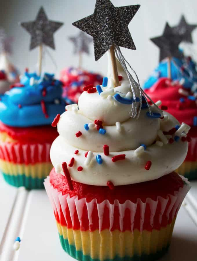 Red White & Blue Cupcakes | These Red White & Blue Cupcakes are the perfect sweet treat to show off your American pride this Fourth of July, Memorial Day or ANY day.| Pack Momma | www.packmomma.com