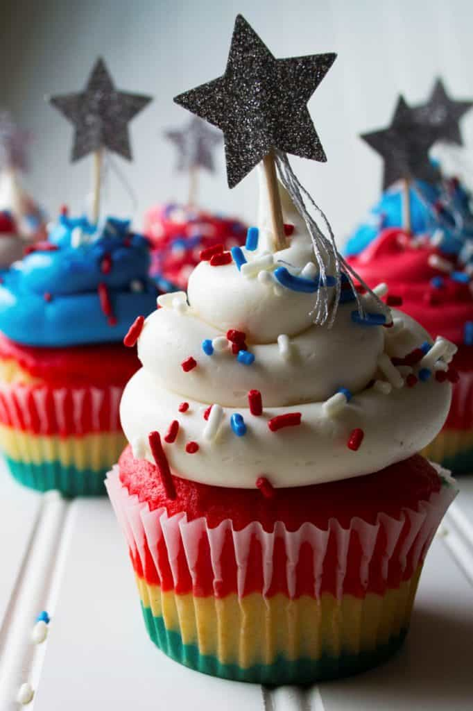 Red White & Blue Patriotic Cupcakes | These Red White & Blue Patriotic Cupcakes are the perfect sweet treat to show off your American pride this Fourth of July, Memorial Day or ANY day.| Pack Momma | www.packmomma.com