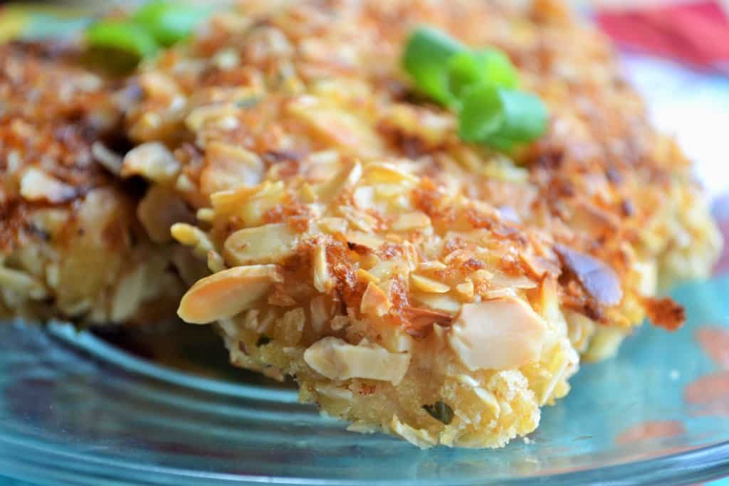 Baked Almond Chicken | Baked Almond Chicken is the perfect weeknight meal for a busy life. Crunchy, moist and spicy - this will be your family's new favorite dinner! | Pack Momma | https://www.packmomma.com