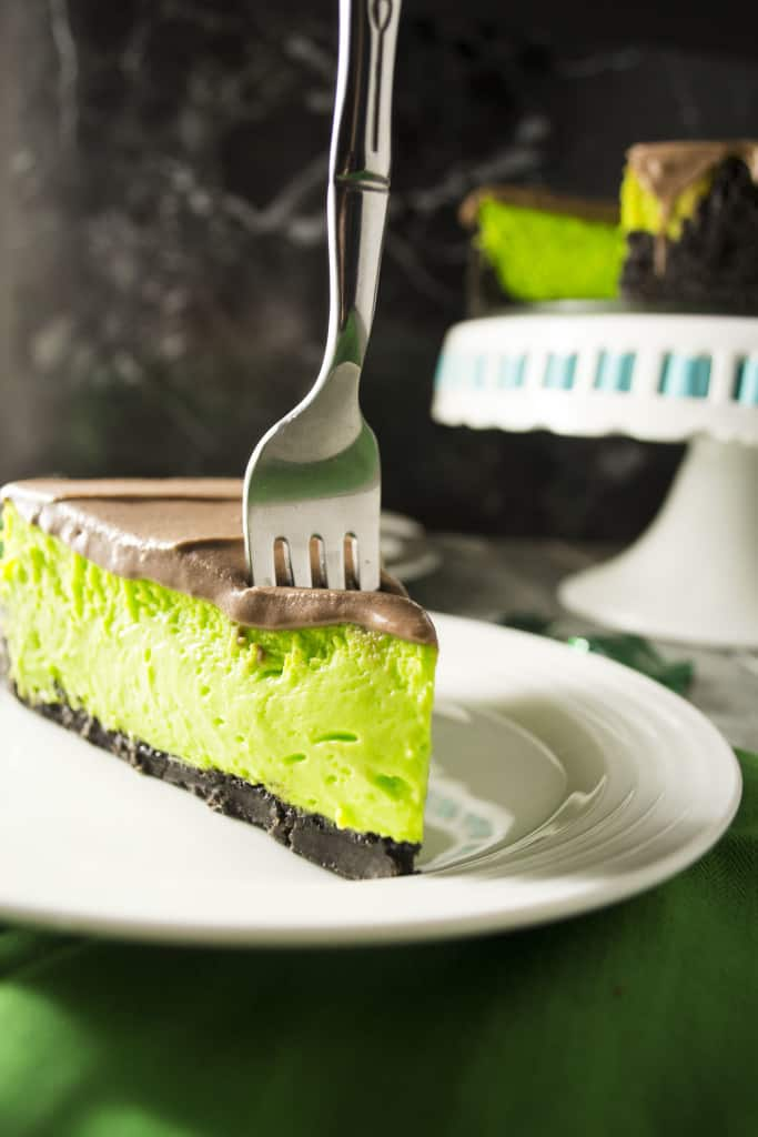Mint Chocolate Cheesecake | This bright green Mint Chocolate Cheesecake is the perfect sweet treat to bring to your next St. Patrick's Day celebration!! | Pack Momma | https://www.packmomma.com