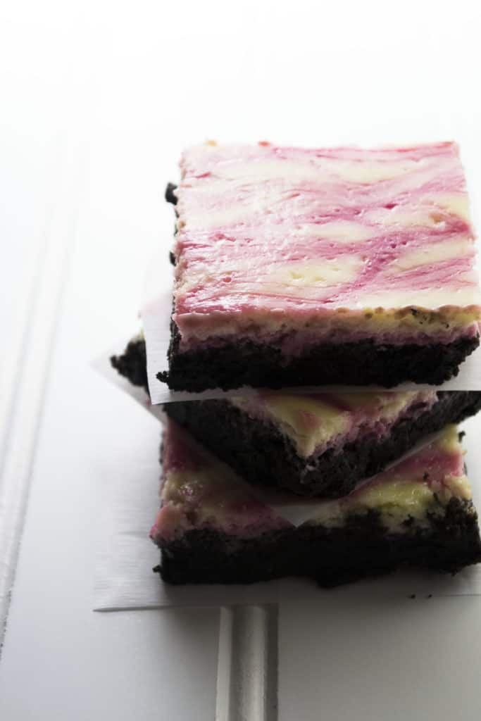 Blackberry Lemon Cheesecake Bars - Blackberry Lemon Cheesecake Bars are the perfect sweet treat that won't weigh you down. Tart, creamy and decadent, these are easy and delicious every time. | Pack Momma