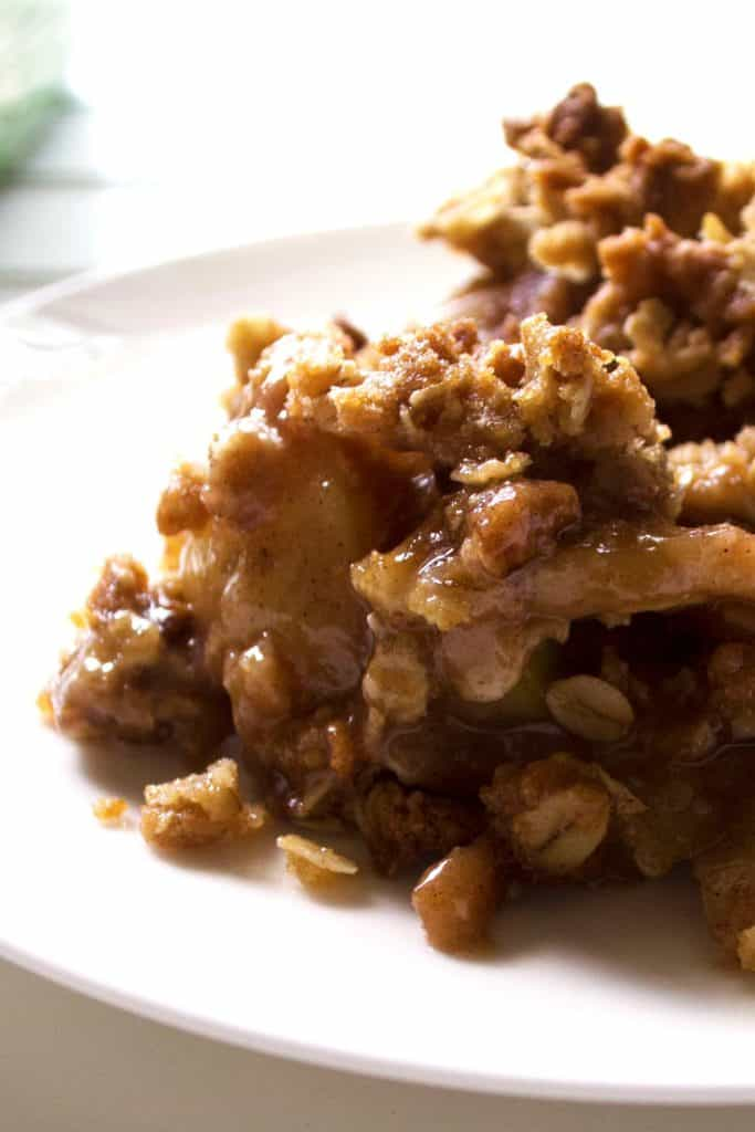 Easy Apple Pear Crisp | Warm your belly and bring a smile to your face with this delicious recipe for Easy Apple Pear Crisp. Enjoy a new twist on a classic favorite dessert. | Pack Momma | www.packmomma.com