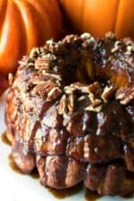 Pumpkin Spice Monkey Bread with Salted Caramel Glaze | Pumpkin Spice Monkey Bread with Salted Caramel Glaze is the perfect celebration of pumpkin, sweetness and spice to warm up your morning. | Pack Momma | www.packmomma.com