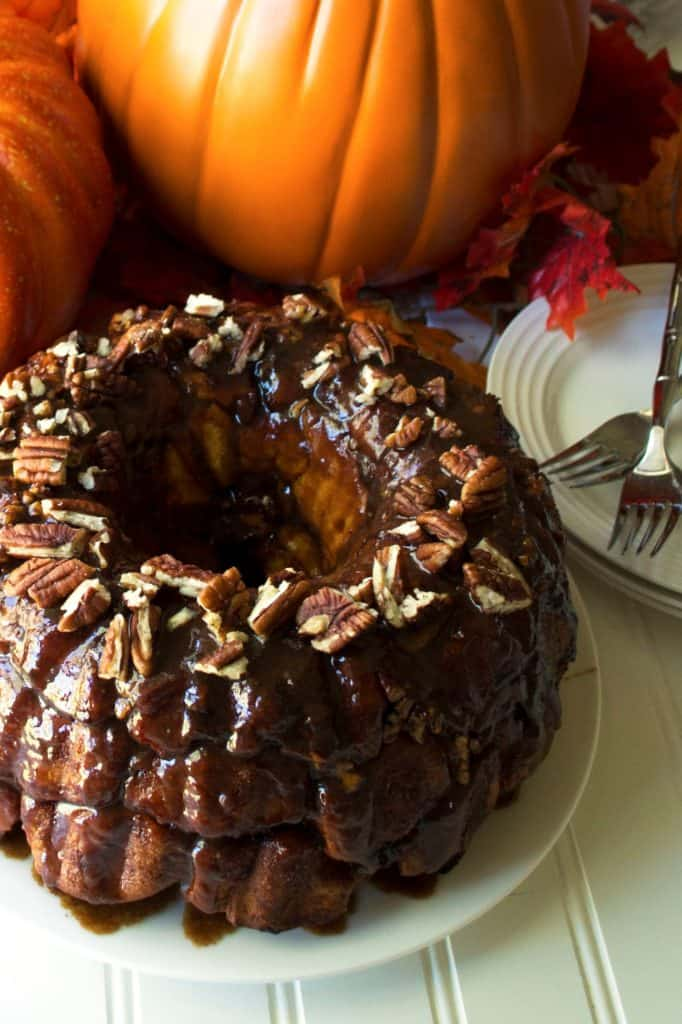 Pumpkin Monkey Bread with Salted Caramel Glaze | Pumpkin Monkey Bread with Salted Caramel Glaze is the perfect celebration of pumpkin, sweetness and spice to warm up your morning. | Pack Momma | www.packmomma.com