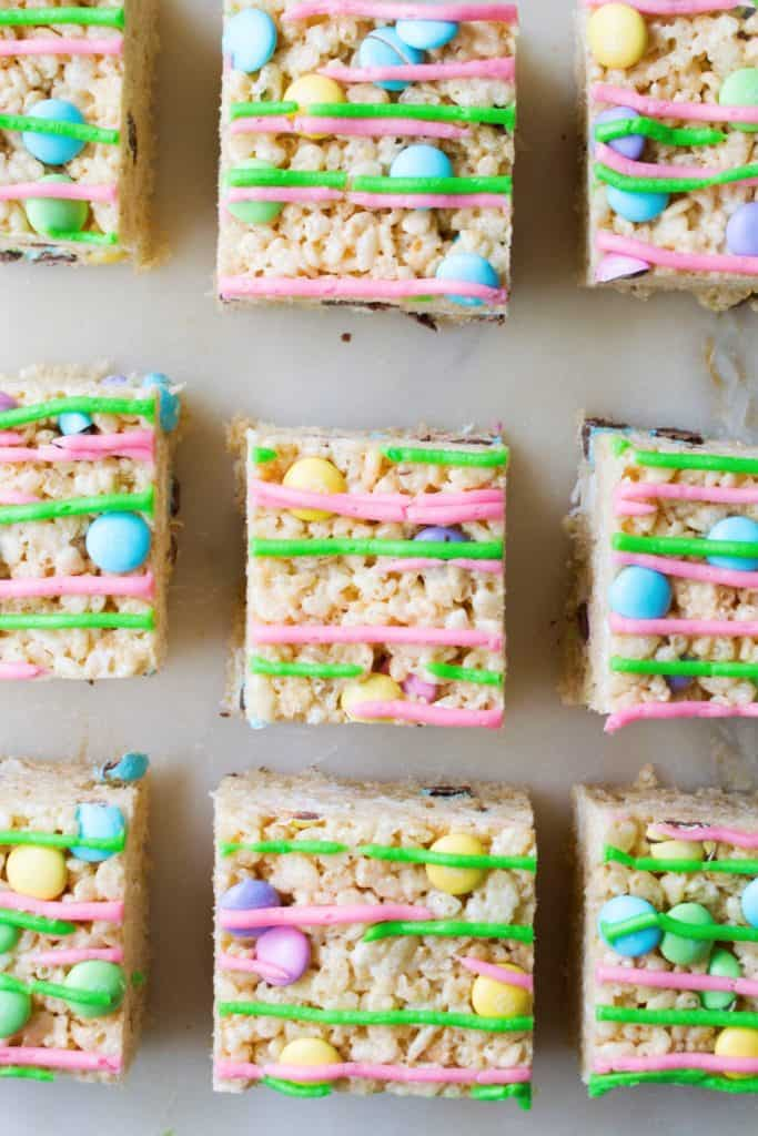 No-Bake Easter Rice Krispie Treats | No-Bake Easter Rice Krispie Treats are the perfect dessert to celebrate Springtime. Adorable, delicious and easy to make, these are the perfect sweet | Pack Momma | www.packmomma.com