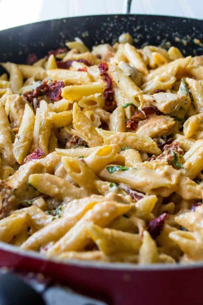 Tuscan Chicken Pasta | Tuscan Chicken Pasta is cheesy, creamy and a little spicy with hearty chicken and pasta mixed with sun dried tomatoes and panchetta. The perfect quick meal | Pack Momma | www.packmomma.com