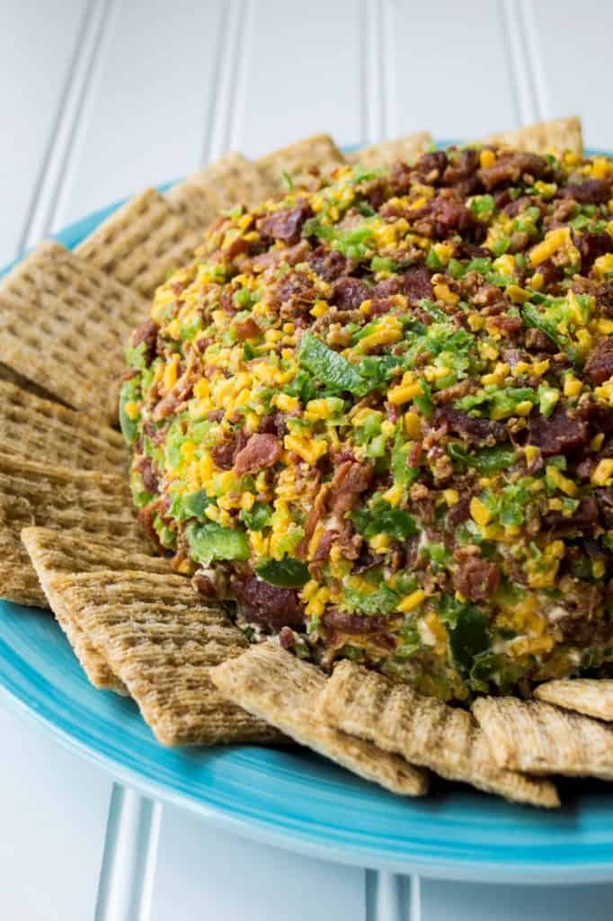 Bacon Jalapeno Cheese Ball | This Bacon Jalapeno Cheese Ball recipe is easy to make and always a party favorite. Bacon, jalapeno and cheese combined to make the perfect party food. | Pack Momma | www.packmomma.com