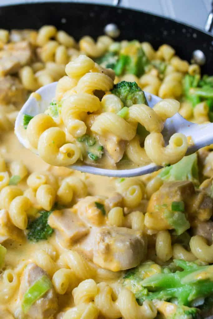 One Pot Cheesy Chicken Pasta   One Pot Cheesy Chicken Pasta is a hearty meal that's on your table in 30 minutes. Tender chicken, pasta, cheese and broccoli make this the perfect dinner.   Pack Momma   www.packmomma.com