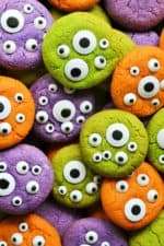 Halloween Monster Eye Cookies | Halloween Monster Eye Cookies are easy, festive and super fun to make! Soft vanilla cookies perfectly scary with candy eyeballs.. perfect for Halloween! | Pack Momma | www.packmomma.com