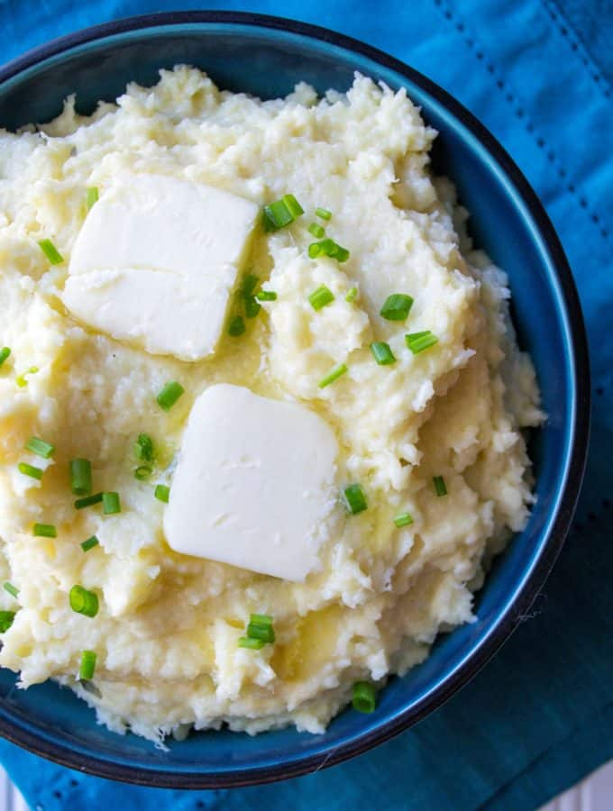 Garlic Parmesan Mashed Parsnips | Garlic Parmesan Mashed Parsnips are easy, creamy and flavored with garlic, butter and Parmesan cheese. These are the perfect versatile side dish to compliment any meal. | Pack Momma | https://www.packmomma.com