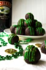 Baileys Truffles | Baileys Truffles are rich, decadent, indulgent and addictive! These are the perfect sweet chocolate treat to add to any St.Patrick's Day celebration. | Pack Momma | https://www.packmomma.com