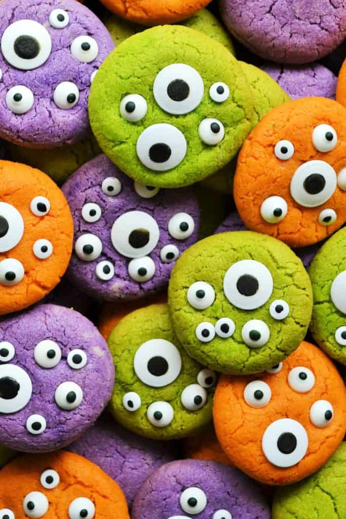 Halloween Monster Eye Cookies | Halloween Monster Eye Cookies are easy, festive and super fun to make! Soft vanilla cookies perfectly scary with candy eyeballs.. perfect for Halloween! | Pack Momma | https://www.packmomma.com
