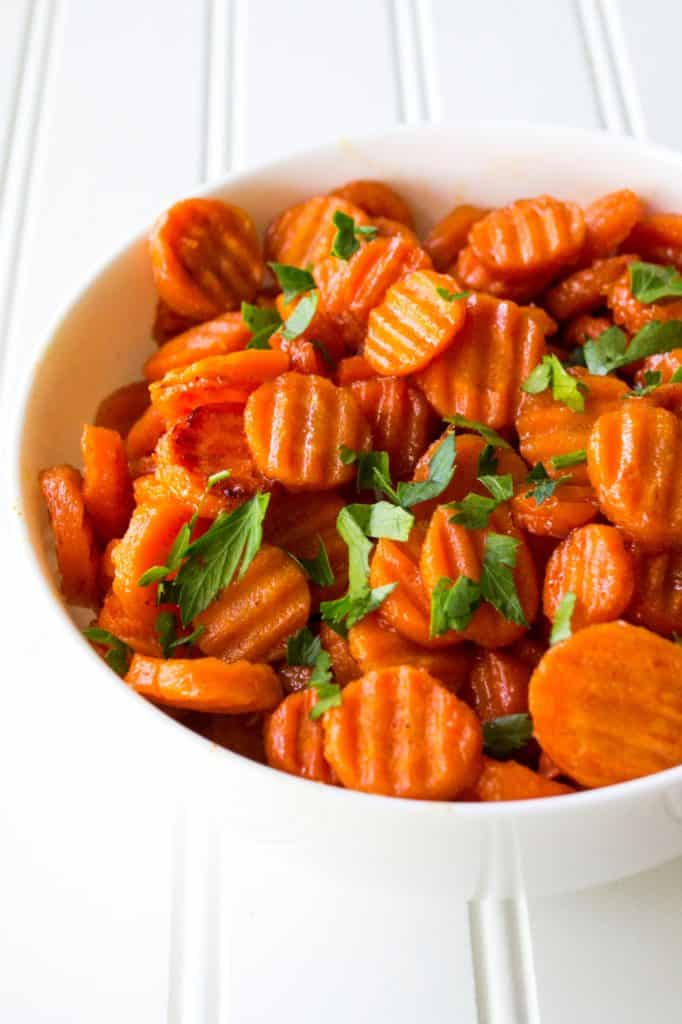 Spicy Honey Glazed Carrots   Spicy Honey Glazed Carrots are sweet with just a hint of spicy and they make the perfect accompaniment to any meal. Talk about the perfect side dish!   Pack Momma   https://www.packmomma.com
